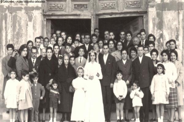 """1963 foto gruppo del matrimonio di Pina """"principi"""" con Emilio Guarnera"""