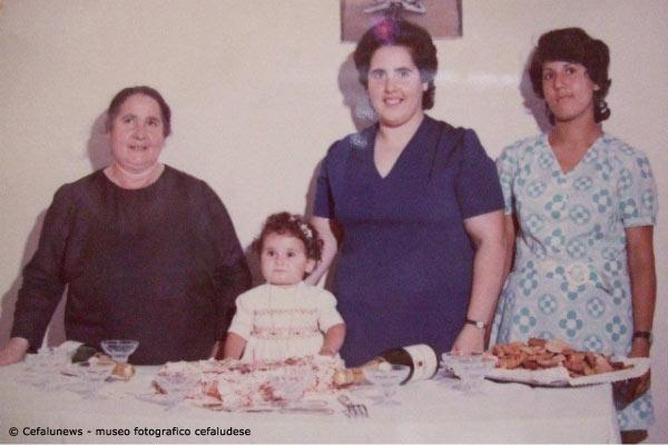 Giovanna Cafiero Liberto con le figlie Ina e Maria in occasione del compleanno della nipotina Giovanna figlia di Carmelo