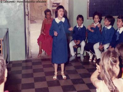 1982 Cefalù: Maria Elisa alla scuola elementare, lasse della maestra Di Stefano