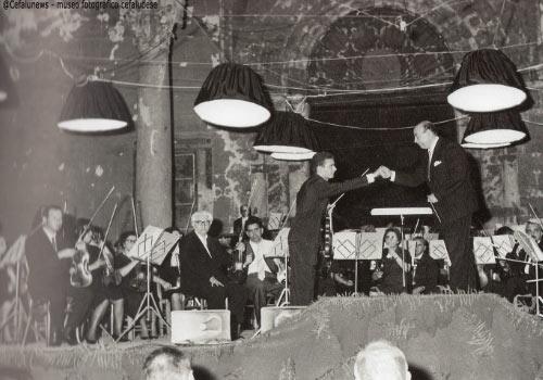 1964 Sagrato Duomo di Cefalù con il direttore Angelo Musco