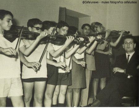 1968 Salvo Cicero agli inizi dell'attività didattica al conservatorio con i suoi primi allievi