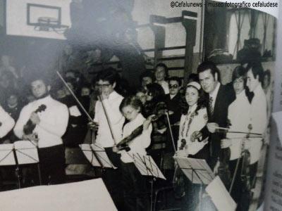 1973 Salvo Cicero con i ragazzi del Conservatorio V. Bellini (successivamente Giovani Cameristi Siciliani)in uno dei primi concerti al liceo classico Garibaldi di Palermo
