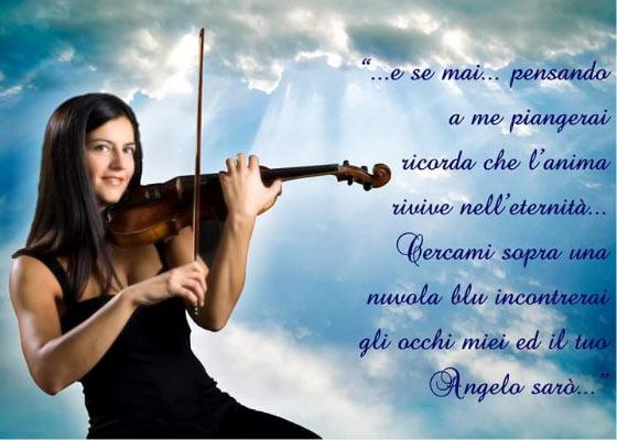 """Maria Elisa con la didascalia della sua ultima canzone """"Come un angelo"""""""