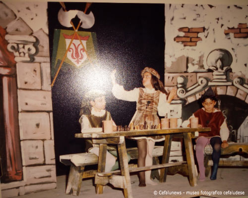 Maria Elisa durante una rappresentazione teatrale