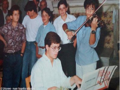 Maria Elisa con il suo violino ed il fratello Francesco l' accompagna al piano