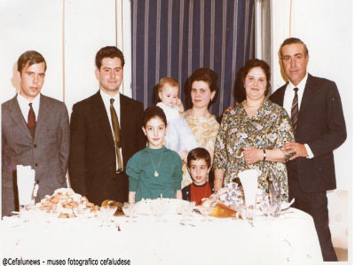 Da sx i figli di Peppe Forte: Carmelo-Pietro- la moglie- Anna con il marito ed i figli