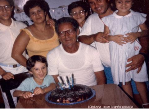 1986 Gianni Cefalù con la famiglia in occasione del suo compleanno