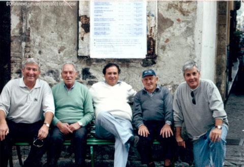 """1995 Gianni Cefalù (2° a sx della foto) alla marina ;al centro il genero Cialli Tumminello, il consuocero Domenico Tumminello """"Micu salitieddu"""""""