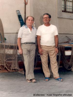 """Gianni Cefalù """"lanticritu"""" con un amico alla marina di Cefalù oggi Largo Eroi del mare"""