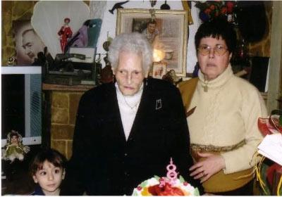 2010 a zza Marietta con la figlia Rosa festeggia il suo ultimo compleanno. Marietta muore all'età di 98 anni nel 2010