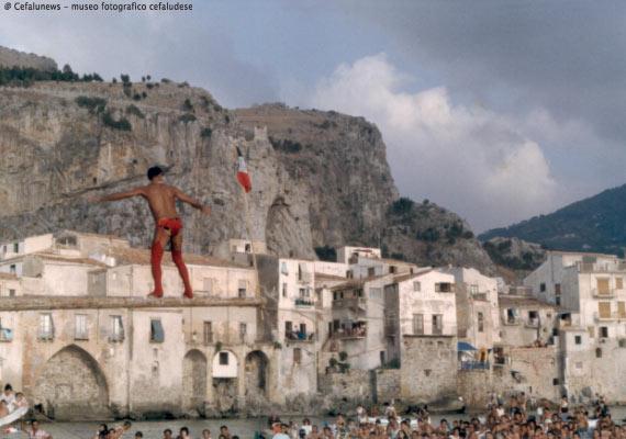 """Giuseppe Perito """"donna Giuseppina"""" in una performance sulla Ntinna"""