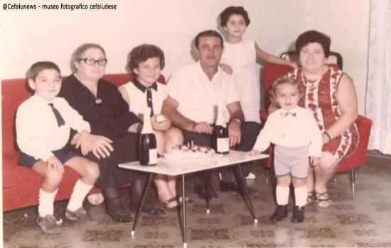 """1966 Santo Aquia con moglie, figli, la suocera Lorenza Serio il giorno del 1° compleanno dell'amato nipote Salvatore """"Billy"""" Biondo"""