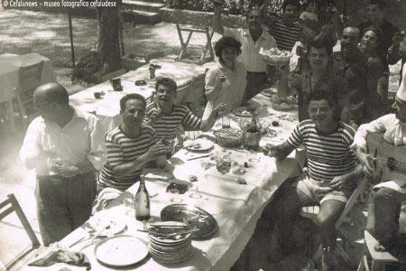1960 Club Méditerranéè di Roma - Vanni con la maglietta a righe, il secondo a sx della foto. Accanto a lui la sorella Pina. Primo a dx Brocato , Filippo Biondo terz'ultimo a dx ed altri amici cifalutani che partivano