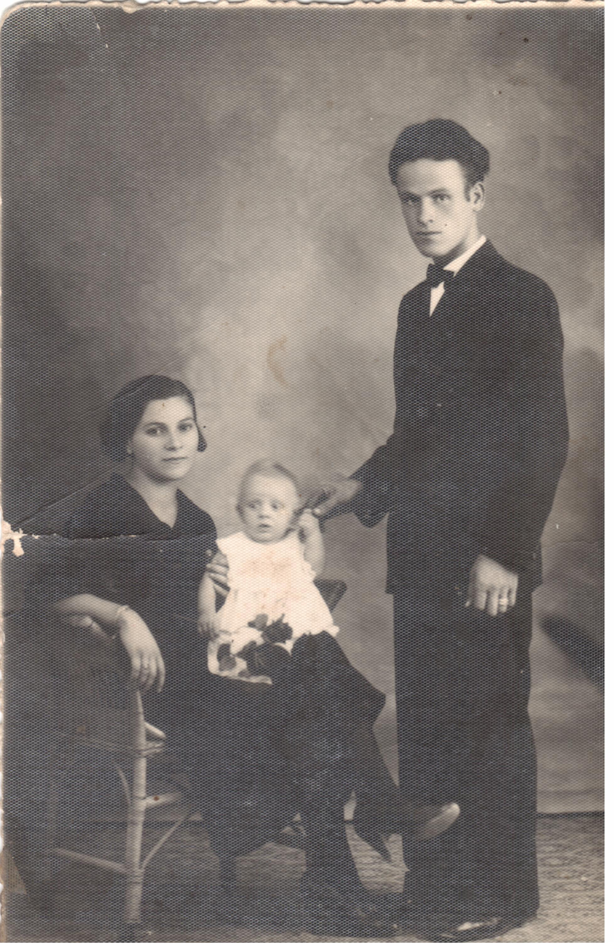 1936 Peppino Miccichè e Giannina con il primogenito Stefano Celestino Vitalino