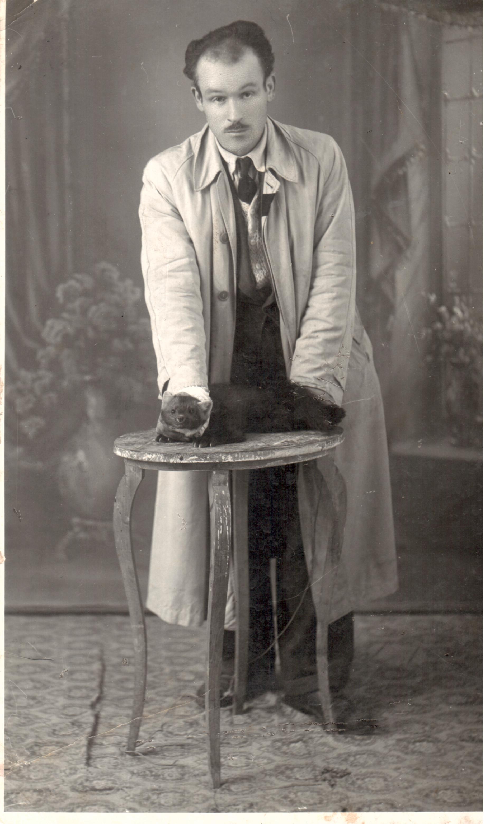 1948 Peppino Miccichè ammaestra una martora