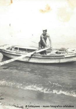 """1960 Giovanni Maggio con la sua """"lancitiedda"""" a cui aveva dato il nome """"Concetta"""""""