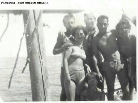 gruppo di turisti portati in gita in barca da Giovanni Maggio