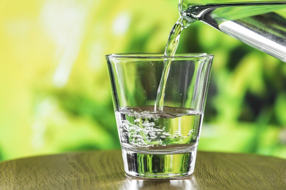 bere molta acqua mi fa perdere peso