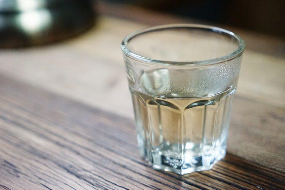 acqua con pinoli per perdere peso