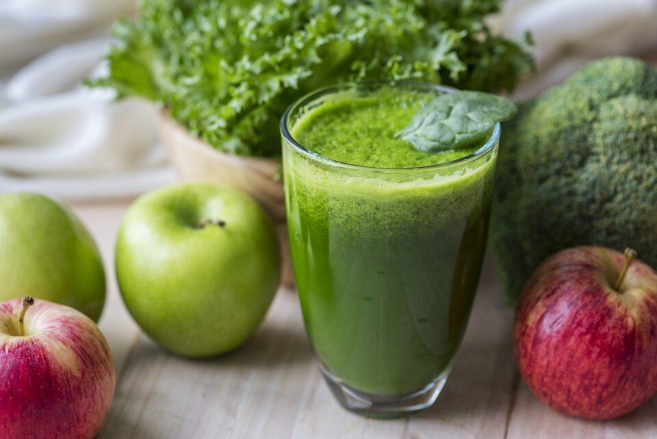 mangia una mela a stomaco vuoto per perdere peso
