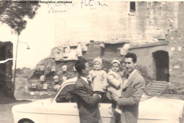 1958 a dx Giovanni con figlio Nicola-Amos con la piccola Patrizia