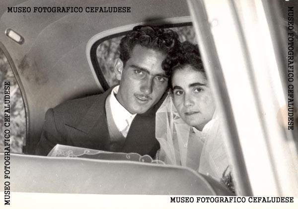 1955-Matrimonio di Vincenzo e Angela. In auto dopo la celebrazione.