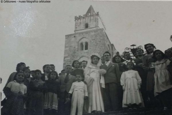 28.10.1950 Angelo Battaglia e Cristina Papa foto ricordo in Cattedrale con parenti ed amici